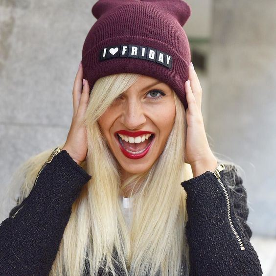 || IFRIDAY  Hip Hip Hurray with my new @j.b4 personalized hat! What would you write on it?  // Fai una faccia da venerdì sera! Taaaaac! Eccola! 36 denti con tanto di tonsille per il mio giorno preferito della settimana... Io ed il mio nuovo berretto con scritte personalizzabili di #JB4JustBefore amiamo il venerdì... E voi?  #Jb4speakingBeanie #tgif #friday #happy #smile #igers by elepetrella