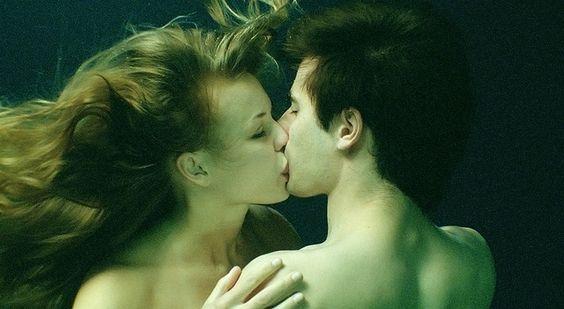 Underwater kiss...like Romeo and Juliet (film)