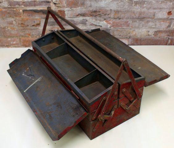 Schöne industrielle rot BELZER Werkzeug-Box. Sie können für die perfekte rostige Dekoration. Schön verkratzt und abgenutzt. Keine schweren Rost
