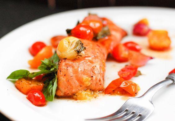 Formas diferentes de preparar salmón. Esta vez lo preparamos en papillote. Una forma muy sencilla de hacerlos y sobretodo, de lo más deliciosa. ¿Tomas nota