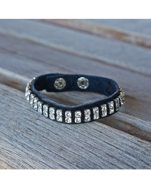This wrap bracelet is a fashion accessory must! It is made with black leather and embellished with rhinestones.