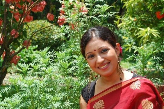 In saree young Bangla aunty | Hot masala pictures