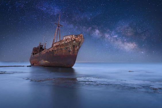 voie-lactee-etoilee-navire-epave-glace
