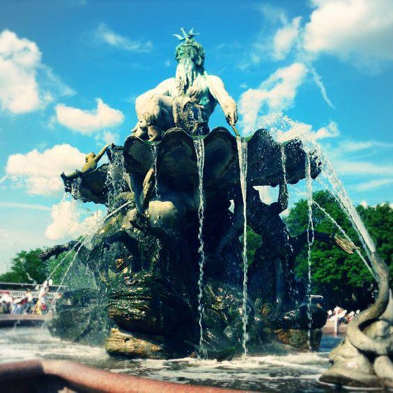 Der Neptunbrunnen In Berlin Mitte Zwischen Alexanderplatz Und Spree Zwischen Nikolaiviertel Und Hackischer Markt Nep Instagram Instagram Posts Berlin