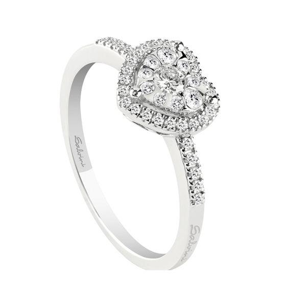 Anello in oro bianco con diamanti Salvini, collezione Daphne Love.