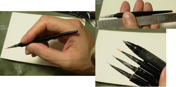 私が使用している面相筆(正確にはネイル用の筆)です。 長12センチ 持つとこのような感じです。 穂先は、毛を間引き使用しています。