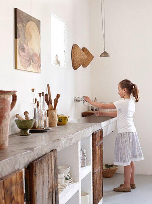 Rustic Kitchen via Home & Garden: Ma sélection déco de la semaine #25 (originally desire to inspire)   Decoración cocina    Concrete Counter, Rustic…