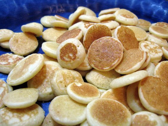 Baby cereal pancakes....so i can use up the million boxes of rice cereal I have in the pantry!: