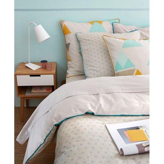 Esprit vintage avec son mélange de bois clair et de blanc et ses pieds fuselés typiques des années 50, ce chevet sera un allié de style dans votre chambre. Son tiroir et sa niche ouverte vous permettront d'y ranger vos livres de chevet !