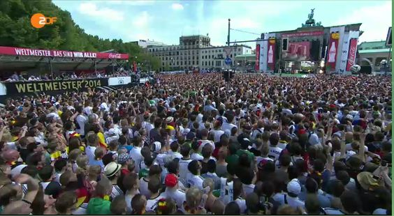 Wow. Apparently 300,000 fans are welcoming @DFB_Team in Berlin right now. Livestream: http://www.zdf.de/ZDFmediathek/beitrag/live/2197168/-Heimkehr-der-Weltmeister#/beitrag/livevideo/2197168/LIVE-Heimkehr-der-Weltmeister … via @ZDF pic.twitter.com/qxzmveav7T