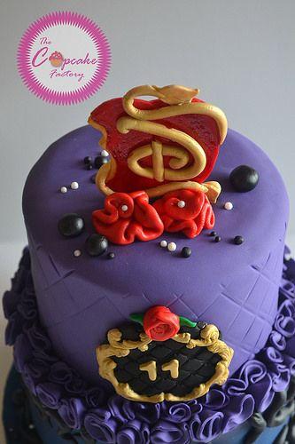 Disney Descendants Cake With Images Descendants Cake Birthday