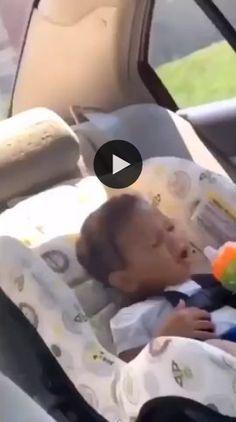 Esse bebezinho é cantor.