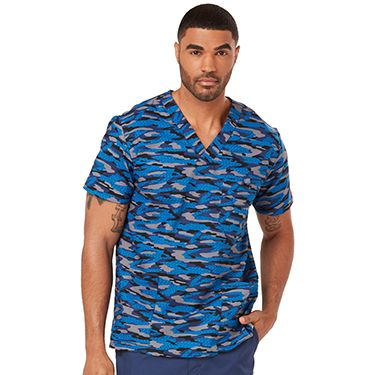 Cool camo makes this Everyday Scrubs Signature by Dickies Men's V-Neck Camo Print Scrub Top perfect for any male clinician or student. Close the chest pocket to easily secure valuable items.