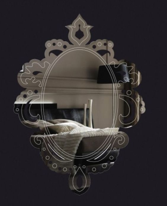 Espelho Barroco em acrílico rebuscado com recortes e gravações a laser. Dê um toque charmoso em sua casa!  http://vintagecool.com.br/loja/espelho-barroco.html #espelho#barroco#casa#lavabo#acrilico#rebuscado#espelhoespelhomeu#decoracao#mirror