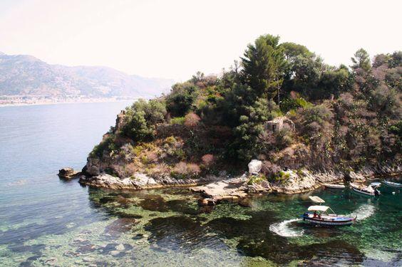 The coastline in gorgeous Taormina, Sicily. #TaorminaFilmFest #MontegrappaTaormina #TaoFF61