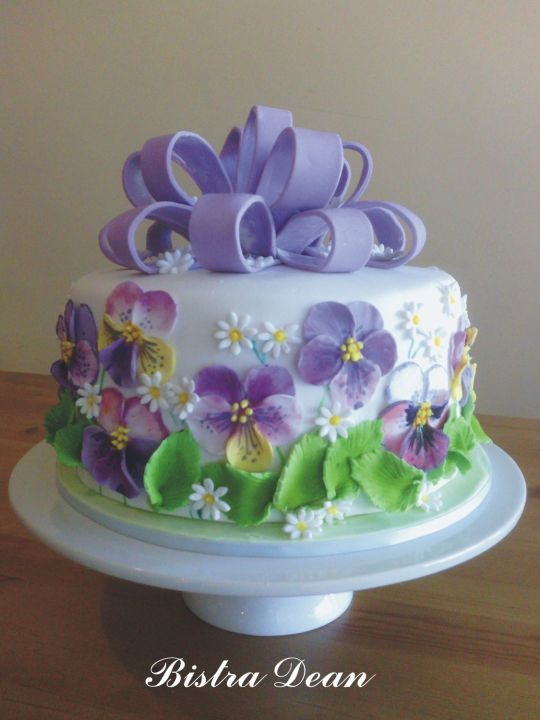 www.cakecoachonline.com - sharing...Very pretty Pansy Cake  ~ all edible: