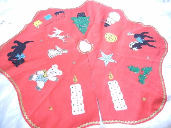Red, Vintage Felt, Sequins, beads Christmas tree skirt. Adorable: