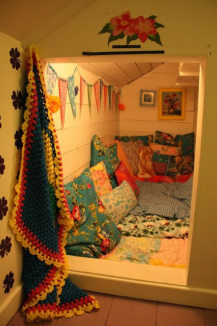 Sleepover room. It would be great to convert a large closet into this sort of a room. Even if it's not for sleepovers, I can imagine a corner like this with plenty of bookshelves.