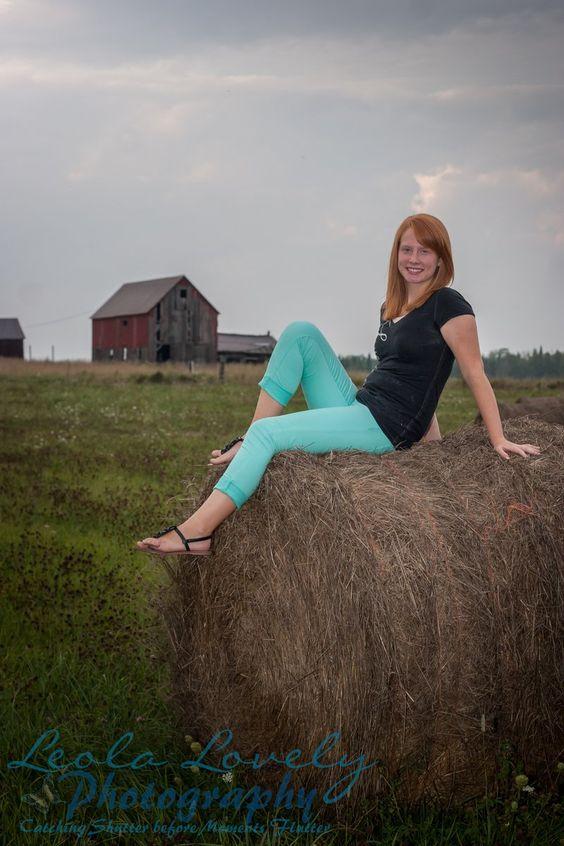 -1309_Casey14_048-39-21. senior photography, senior girl photography, fall senior photogrpahy, senior photography posing, Leola Lovely Photography, Country Senior photography, farm senior photography, barn senior photography, field, farm, barn, hay bale