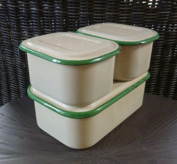 enamelware refrigerator boxes set of 3 with lids enamel storage containers green cream. Black Bedroom Furniture Sets. Home Design Ideas