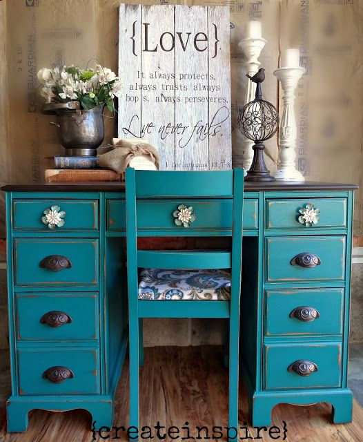 Love this color and the knob combination. So beautiful!!!!!!!!!! -{createinspire}: Antique Desk & Chair / Furniture makeover / Redo