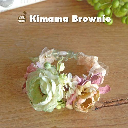 細いワイヤーブレスにレースを巻きつけお花を飾りました。天然石は透明感が美しいグリーンフローライトと美と愛の石、ローズクォーツと使いました。|ハンドメイド、手作り、手仕事品の通販・販売・購入ならCreema。