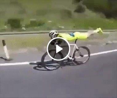 Novo jeito de andar de bicicleta.