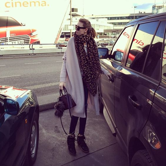 Mandy Bork in THE MERCER N.Y. Cashmere Long Cardigan ! #cozy #cashmere #silk #cardigan #longcardigan #coat #comfy #fashion #themercerny #louisvuitton #leopard #scarf #isabelmarant #boots #nowles #nowlesboots #bag #alma #babyalma #celine #sunnies #bagbug #happy #cold #sunny #berlin #sunday #cozyday #mandybork