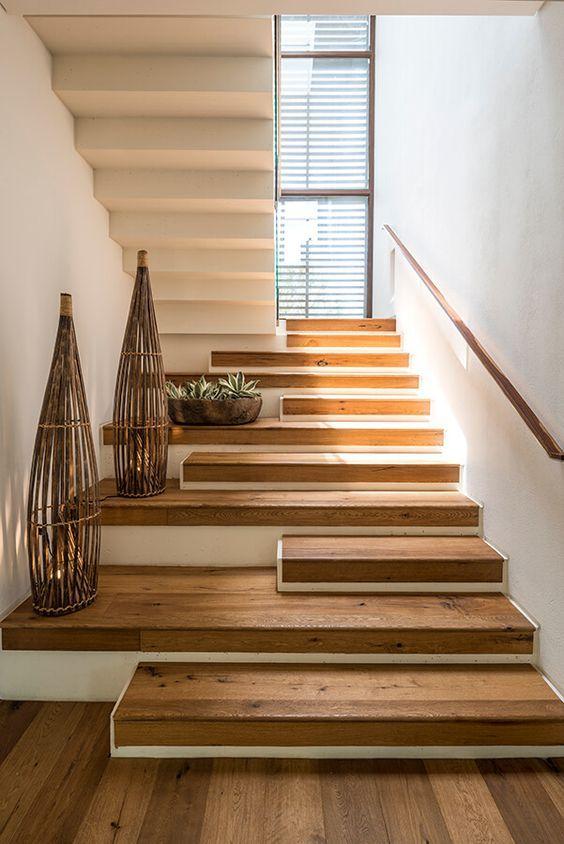 Escaleras Modernas Para Interiores Con Peldanos De Madera En 2020 Diseno De Escaleras Interiores Diseno De Escalera Diseno Interiores Casas