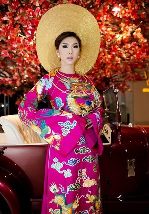 "vietnam , ethnic groups in Vietnam , hue city ( thua thien hue ) , trungviet kingdom ,"" ao dai royal hue"""