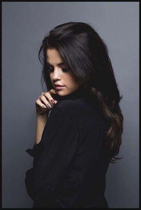 Selena Gomez Black Hair Google Search Haircut Pinterest Einfache Frisuren Selena Gomez Hair Selena Gomez Hair Long Selena Gomez Bikini