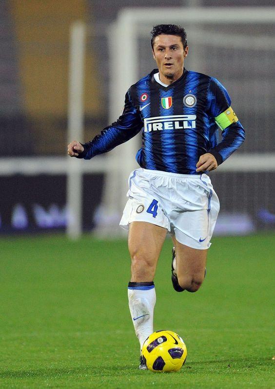 Lecce Italy November 10 Javier Zanetti Of Inter In Action During The Serie A Match Between Lecce And Inter Milan Foto Di Calcio Giocatori Di Calcio Calcio