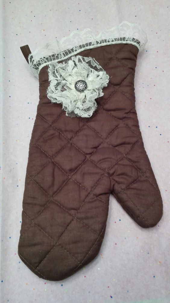 Brown Insulated Vintage Oven Mitt - Right Handed by NikkisKreativeKorner on Etsy