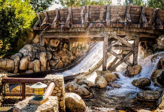 A shot of the final drop on Grizzly River Run. Love this ride. I hardly ever get wet though. Unless it's cold outside. Figures.  #DCA #dlr #disneycaliforniaadventure #anaheim #Disney #disneyig #disneylove #disneyland60 #californiaadventure #grr #grizzlyriverrun #disneyside #disneygram #disneyparks #fd101look #waltdisney1901 #believeindisneyyy #nikon #nikontop #nikond3200 #nikonphotography #nikon_photography #teamnikon by hatbox_photography