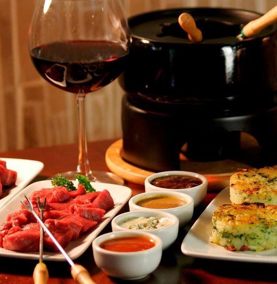 #EuroBistro #Pachuca deleita tu paladar con exquisitos #fondues #CocinaInternacional! http://eurobistro.com.mx/