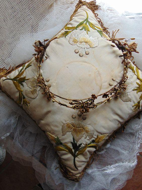Deko mit antikem Brautkranz