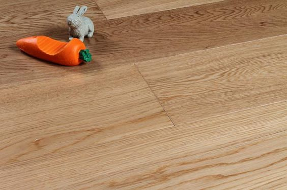 Assiti di Rovere verniciato.  #Pavimenti in #parquet #rovere #flooring #legno #naturalwood #floor #vernice #verniciato #wood #interni #design