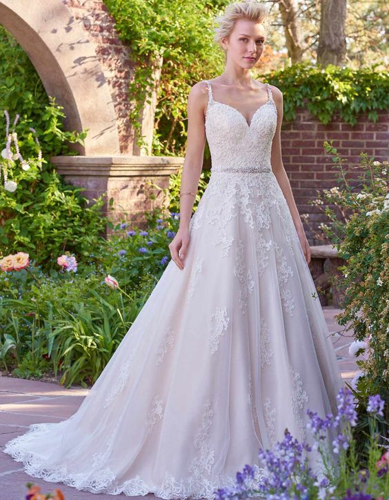 A-line lace bridal gown for sweet bridal
