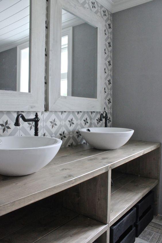 Salle de bain retro rustique , carrelage graphiques esprit carreaux de ciment | Rustic and vintage bathroom, graphic tiles