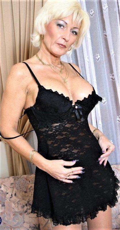 angelina jolie naked pussy pics