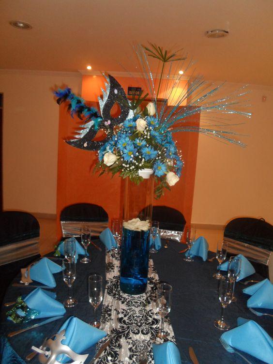 Centro de mesa fiesta tematica mascaras 15 a os for Mesas y sillas para 15 anos