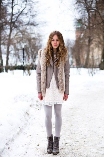 like the light color combo and grey leggings for winter