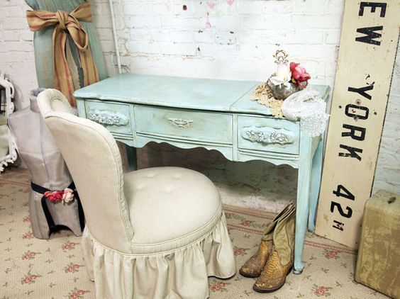 vintage distressed desk, just beautiful.