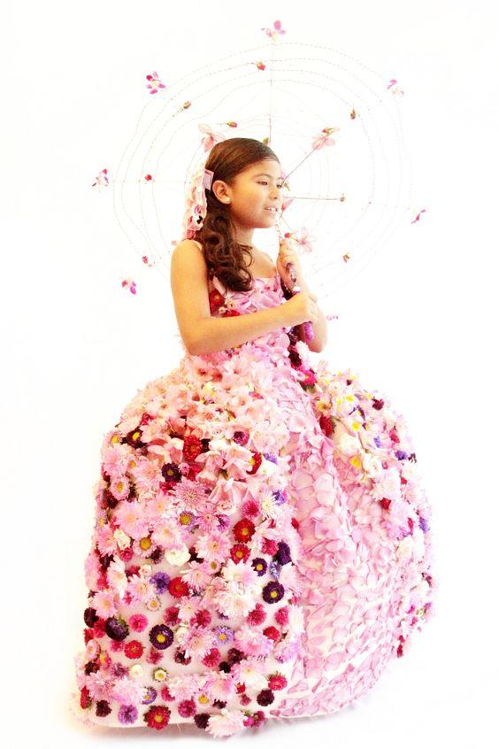 Vestido para niña tipo Maria Antonieta, con flores naturales.