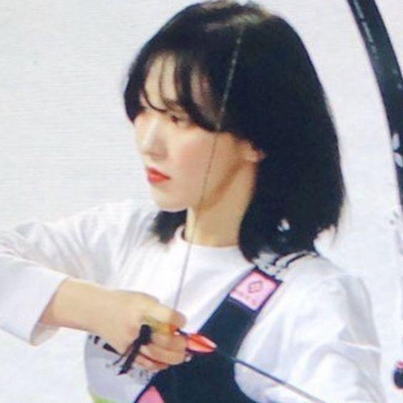 Red Velvet Son Seungwan Wendy Idol Star Athletics Championships Korean Game Show Kpop Gg Girl Group Preview Edits Archery Bo In 2020 Red Velvet Wendy Red Velvet Velvet