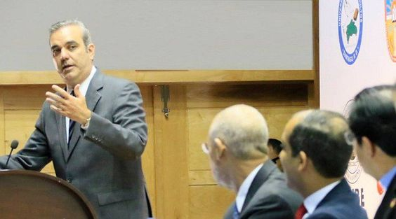 Abinader presenta propuesta para relanzar educación superior y acelerar la innovación y el desarrollo económico