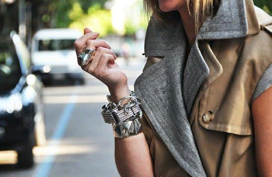 oficinadeestilo:   cinza e bege é sempre tão elegante não? mesmo no look informal!