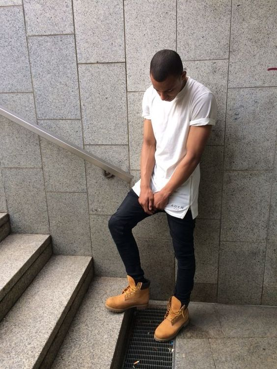 Timberland boots, jeans and white t-shirt for a basic street look | #Basics #Fashion #Musthaves