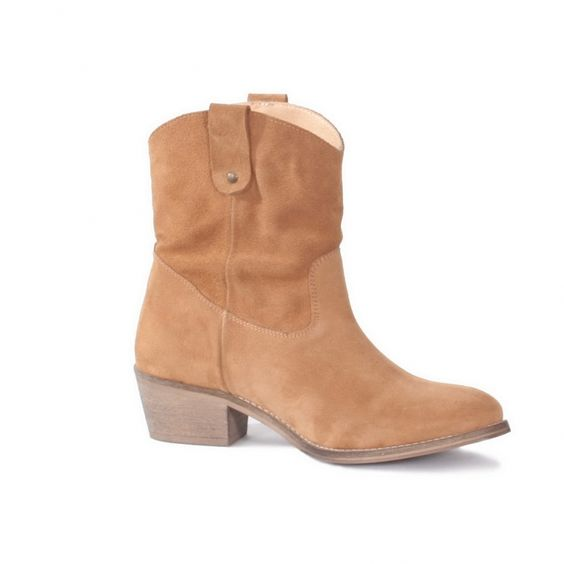 Botins de camurça #ss15 #ruga #fashion #womanfashion #boots #sandals #tennis #trainers