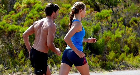 De meeste hardlopers weten het al: het is niet verstandig om je altijd op dezelfde manier voor te bereiden op een wedstrijd. Bovendien kan het dan erg saai worden. Op runnersweb.nl drie tips om op een andere manier te trainen.  Url: http://www.runnersweb.nl/Nieuws/Nieuwsbericht/Wissel-je-trainingen-af.htm  #hardlopen #running #looptip